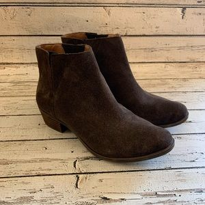 Lucky Brand Benissa brown suede booties 8 boots